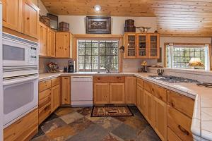 Wallowa with Western Charm Home, Дома для отпуска  Sunriver - big - 2
