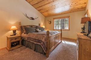 Wallowa with Western Charm Home, Дома для отпуска  Sunriver - big - 4