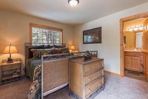 Wallowa with Western Charm Home, Дома для отпуска  Sunriver - big - 12