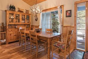 Wallowa with Western Charm Home, Дома для отпуска  Sunriver - big - 13
