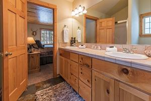 Wallowa with Western Charm Home, Дома для отпуска  Sunriver - big - 16