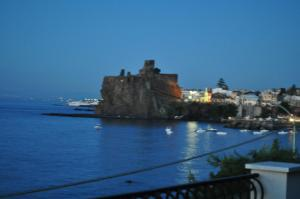 La Terrazza, Bed & Breakfast  Aci Castello - big - 29
