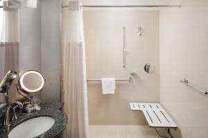 Dobbeltværelse med 2 dobbeltsenge – for hørehæmmede – med handikapvenligt badeværelse