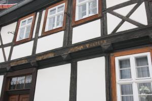 Urlaub im Fachwerk - Das Sattlerhaus, Apartments  Quedlinburg - big - 37