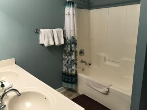 1204 Crow Creek Drive Condo, Appartamenti  Calabash - big - 14