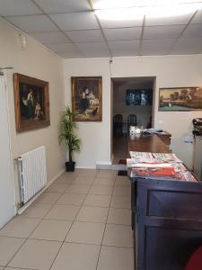Hotel De L'arrivée, Hotel  Saint-Brieuc - big - 19