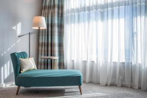King Hilton Guestroom