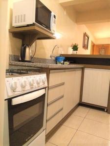 Apartamento próximo ao Centro de Gramado - Charmoso, Апартаменты  Грамаду - big - 18