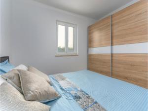 Three-Bedroom Holiday Home in Lovrecica, Prázdninové domy  Lovrečica - big - 7