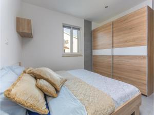 Three-Bedroom Holiday Home in Lovrecica, Prázdninové domy  Lovrečica - big - 9