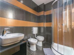 Three-Bedroom Holiday Home in Lovrecica, Prázdninové domy  Lovrečica - big - 11