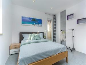Three-Bedroom Holiday Home in Lovrecica, Prázdninové domy  Lovrečica - big - 15