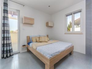 Three-Bedroom Holiday Home in Lovrecica, Prázdninové domy  Lovrečica - big - 16