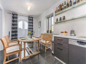 Three-Bedroom Holiday Home in Lovrecica, Prázdninové domy  Lovrečica - big - 19