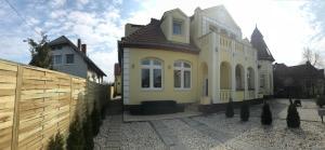 Corner Villa 4