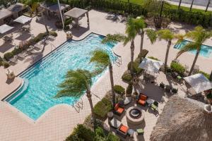 King Kamer met Slaapbank en Uitzicht op het Zwembad
