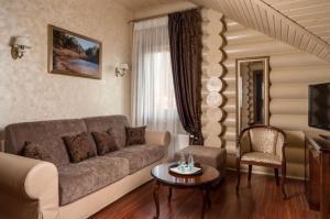 Отель Маяковский, Лесной