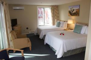Oceanfront Executive Two Queen Room with Veranda