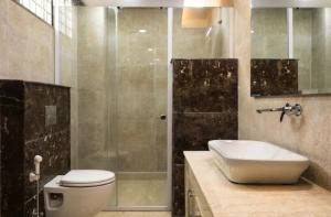 Luxurious! 4bhk apartment, Apartmanok  Újdelhi - big - 26