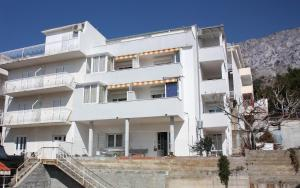 Apartment Nemira 6070a, Apartments  Omiš - big - 17