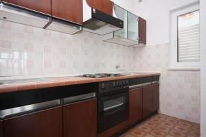 Apartment Nemira 6070a, Apartments  Omiš - big - 9