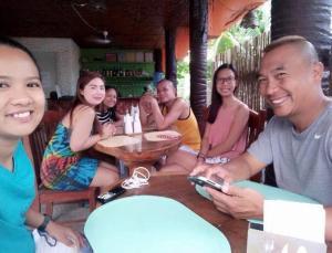 Guanna's Place Room and Resto Bar, Inns  Malapascua Island - big - 118
