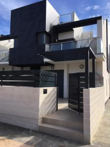 Luxury 3 bedroom 3 bathroom house, Playa Flamenca, Case vacanze  Playa Flamenca - big - 1