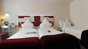 Standard Room with 3 Single Beds (3 Adults)