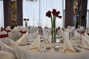 Marshal Garden Hotel, Отели  Бухарест - big - 30
