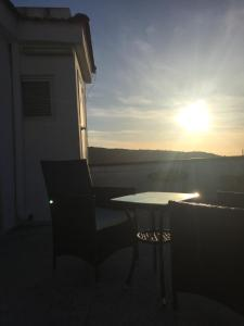 Attico con terrazzo vista mare - AbcAlberghi.com