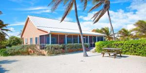 Cayman Dream, Vily  Driftwood Village - big - 1