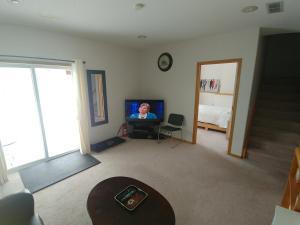 Arbour Lake Spacious Guest Suite, Penzióny  Calgary - big - 24