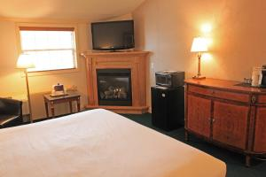 Fireside Inn & Suites Waterville, Отели  Waterville - big - 45