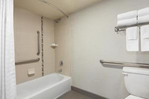 One-Bedroom Double Suite with Bath Tub - Mobility Access