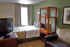 Deluxe Room with One Queen Bed
