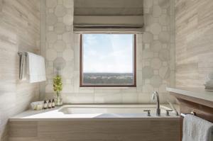Golden Oak View Suite