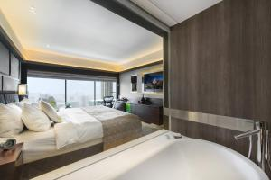 Connecting Panoramic Room