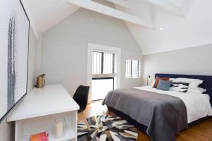 2 Room Apartment, walk to Sydney CBD