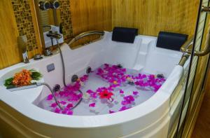 Marina Bay Retreat & Spa, Penziony  Guraidhoo - big - 35
