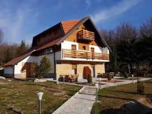 Guesthouse Green Valley, Penzióny  Jezerce - big - 74