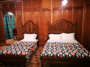 Laila Majnoo Group of Houseboats, Отели  Сринагар - big - 13
