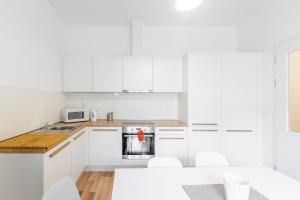 Prague Podbelohorska apartment, Апартаменты  Прага - big - 3