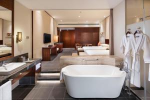 Hilton Sanya Yalong Bay Resort & Spa, Resorts  Sanya - big - 34
