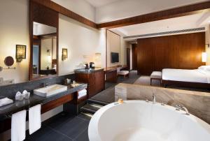 Hilton Sanya Yalong Bay Resort & Spa, Resorts  Sanya - big - 35