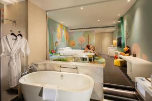 Hilton Sanya Yalong Bay Resort & Spa, Resorts  Sanya - big - 41
