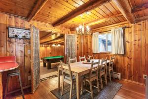 Luxurious Log Cabin at White Pass, Ferienhäuser  Rimrock - big - 25