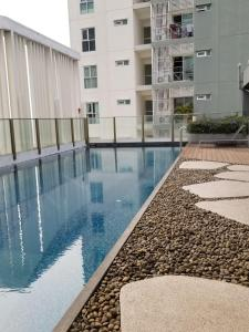 SPACIOUS ONE BEDROOM NEW CONDO - BTS SUKHUMVIT, Апартаменты  Бангкок - big - 10