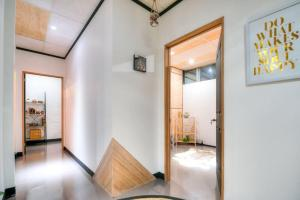 Warehouse Apartment + Netflix, Games Room and Sauna, Apartmanok  Melbourne - big - 10