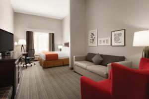 King Studio with Sofa Bed - Non-Smoking