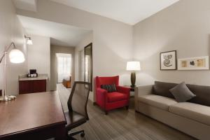 Junior King Suite with Sofa Bed - Non-Smoking